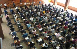 年赚8500万的补习班老师,背后是真实的香港