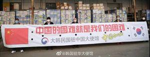 疫情下的韩国:三星工厂关闭,首尔市长遭围攻,民众抢口罩…