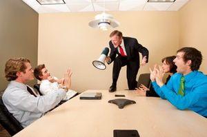 私下批评下属损害团队效率