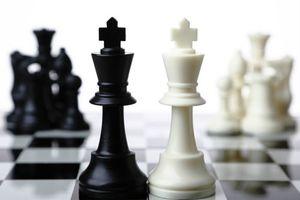 斗鱼VS虎牙:从用户、定位、内容到资本较量,谁才是最终赢家?